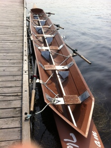 Fixed seat rowing boat